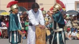 Sentencian a Jesús y Via Crucis Viviente 2011.  Parroquía San Luis Rey